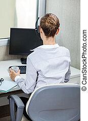 weibliche , servicefachkraft, agent, arbeiten schreibtisch