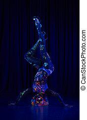 weibliche , stange, tänzer, in, neon, farben, unter, ultraviolett, (uv), licht