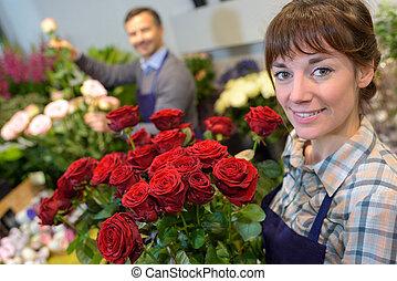 weibliche , und, mann, blumenhändler, in, arbeitende , in, floristik