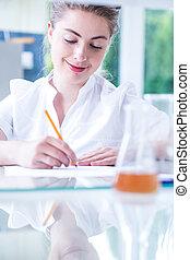weibliche , wissenschaftler, schreibende, forschung, ergebnisse