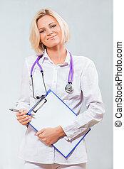 weiblicher doktor, mit, a, klemmbrett