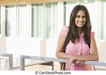 weiblicher student, auf, campus