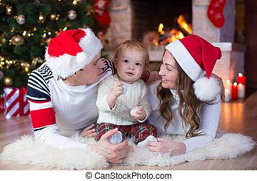 weihnachten, familie, liegen boden, in, daheim, feiertag, wohnzimmer