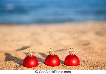 weihnachten, kugeln, auf, sandstrand