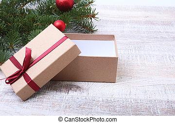 weihnachten, tanne, mit, geschenkschachtel, auf, holzbrett