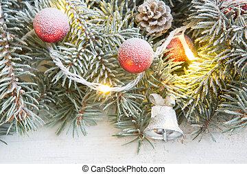 weihnachten, tanne, mit, weihnachtsdeko, auf, a, weißes, holzbrett