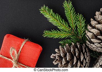weihnachten, zusammensetzung, auf, a, schwarz, hintergrund., geschenke, zweige, von, tanne, und, cones.