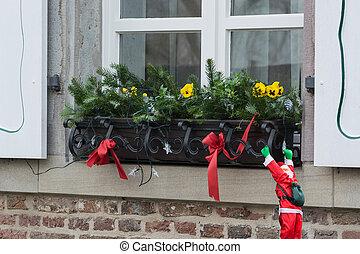Weihnachts Dekoration auf einer Fensterbank - Weihnachtliche...