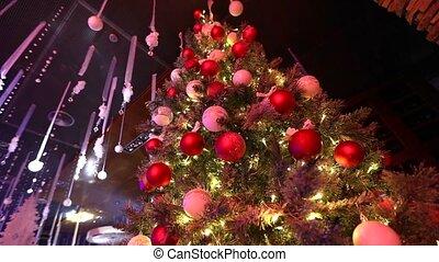 Weihnachtsbaum Girlande.Spielzeug Gefärbt Baum Blinken Vogel Gelber Girlanden Sitzt