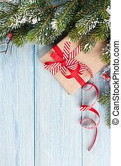weihnachtsbaum, mit, schnee, und, geschenkschachtel