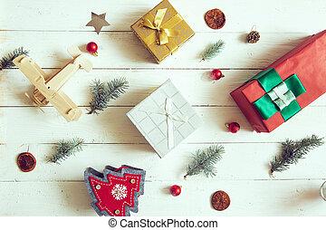 weihnachtsdeko, background:, kiefer, und, geschenke, mit, weiß, holz, tisch
