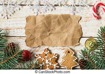 weihnachtsdeko, mit, papier, blatt, auf, tisch