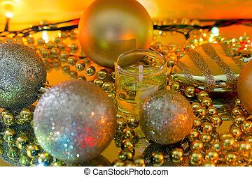 weihnachtsdekorationen, auf, a, gelber , girlande, fokus