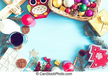 weihnachtsgeschenk, kasten, lebensmittel, dekor, und, tanne, zweig, auf, blaues, hölzern, tisch., draufsicht, mit, kopieren platz
