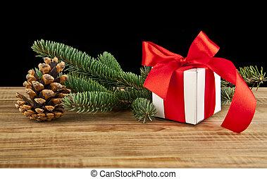 weihnachtsgeschenk, kasten, und, tanne, zweig, auf, holztisch