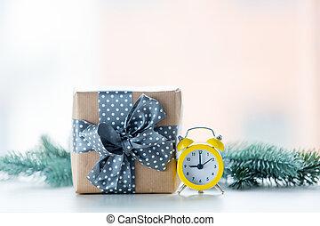 weihnachtsgeschenk, kasten, und, wenig, wecker