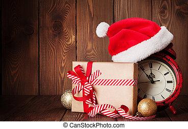 weihnachtsgeschenk, kasten, wecker, und, nikolausmuetze