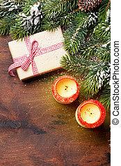 weihnachtsgeschenk, kerzen, und, tanne, zweig