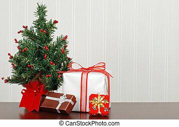Traditionelle Weihnachtsgeschenke.Geschenke Baum Closeup Weihnachten Geschenke December Baum