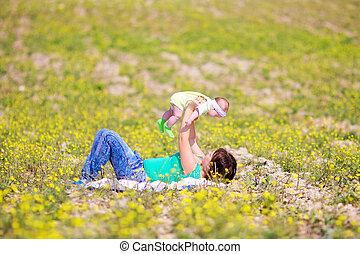 weinig moeder, verheffing, dochter, haar