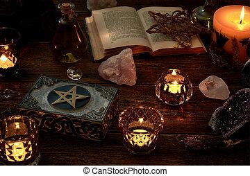 weinig, mystiek, leven, book., volgende, of, doosje, stenen, pentagram, slinger, esoterisch, kaarsjes, kostbaar, open, burning, nog