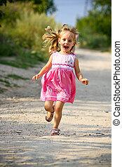 weinig; niet zo(veel), armen, rennende , meisje, open, vrolijke