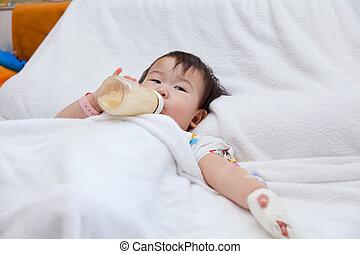 weinig; niet zo(veel), aziatisch meisje, het liggen, op, een, medisch, bed