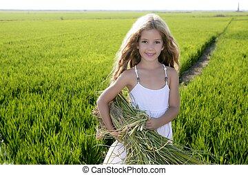 weinig; niet zo(veel), buiten, velden, groene, farmer, verticaal, meisje, rijst
