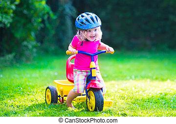 weinig; niet zo(veel), fiets, meisje