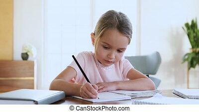 weinig; niet zo(veel), geconcentreerde, huiswerk, alone., ...