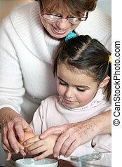 weinig; niet zo(veel), haar, grootmoeder, knal, meisje, ei