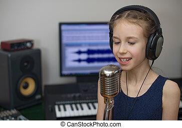 weinig; niet zo(veel), lied, opname, thuis, meisje, het zingen, studio.