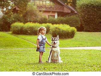 weinig; niet zo(veel), park, dog, hun, husky, thuis, meisje