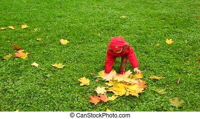 weinig; niet zo(veel), park, op, herfst, vellen, meisje, gooien