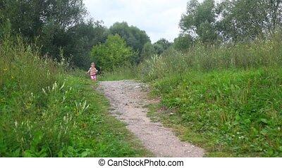 weinig; niet zo(veel), park, rennende , fototoestel, meisje, bloemen
