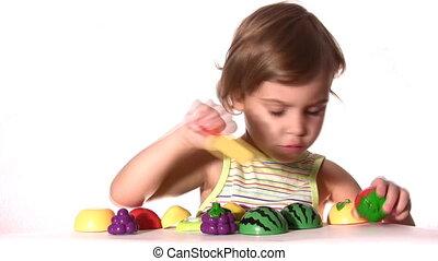 weinig; niet zo(veel), plastic, meisje, vruchten