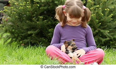 weinig; niet zo(veel), puppy, meisje, vrolijke