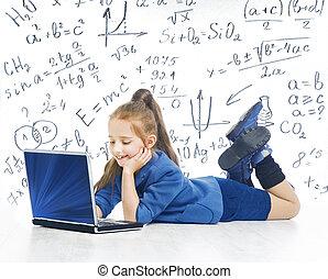 weinig; niet zo(veel), school, draagbare computer, het kijken, aantekenboekje, computer, kind, wiskunde, meisje, opleiding, formule, geitje