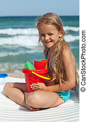 weinig; niet zo(veel), strand, meisje