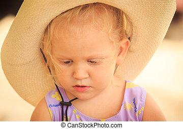 weinig; niet zo(veel), tegen, zand, closeup, blonde , verticaal, meisje, hoedje