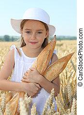 weinig; niet zo(veel), weit veld, closeup, vasthouden, meisje, brood