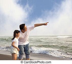 weinig; niet zo(veel), wijzende, vader, informatietechnologie, het kijken, meisje, strand