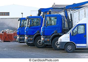 weinig, vuilnisvrachtwagens, op, de, parkeren, lot.