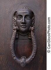 weinlese, ägypter, pharao, gesicht, türtürklopfer, auf, a, hölzern, door.