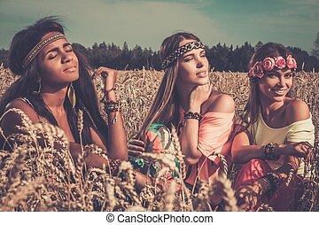 weizen- feld, mädels, multi-ethnisch, hippie