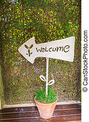 welcome sign n front of hotel .