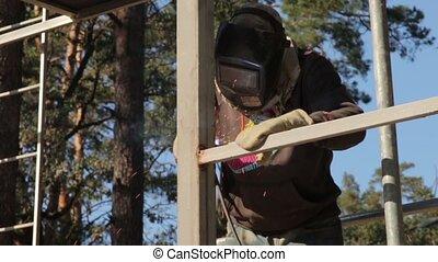 Weld Building Construction - Weld building construction man...