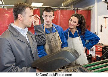 welder master with trainees at work