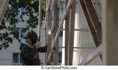 Welding Building Construction - Welding building...