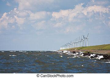 wellenbrecher, mit, windmühlen, während, a, schwer , sturm